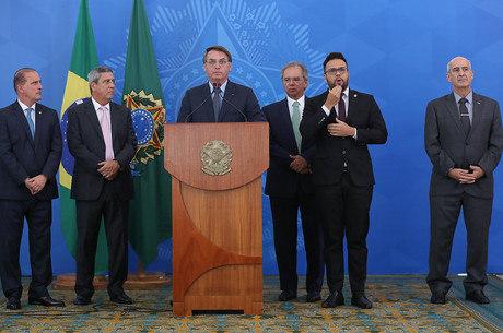Pagamento de R$ 600 deve começar na semana que vem, diz Bolsonaro