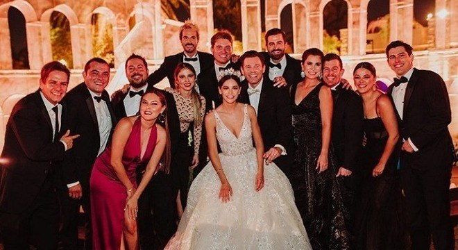 Ator mexicano se casa e 100 convidados contraem covid-19