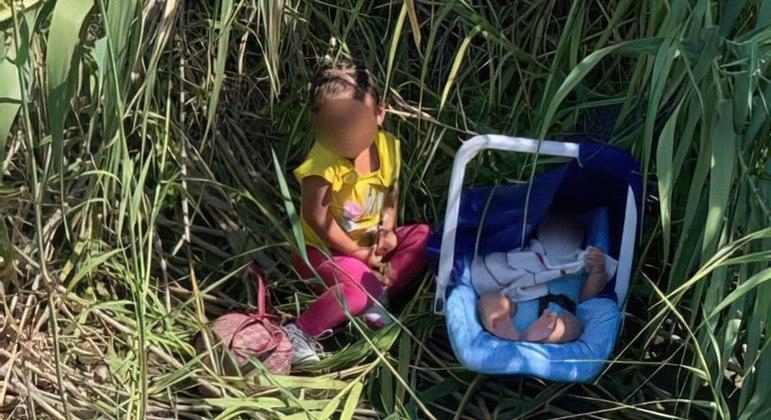 Agentes da fronteira acham duas crianças abandonadas nos EUA
